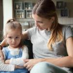 Παιδικά τικ: πότε πρέπει να ανησυχούν οι γονείς και τι μπορούν να κάνουν για να βοηθήσουν το παιδί;